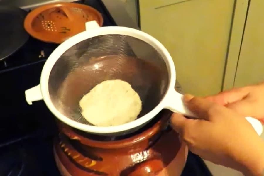 Mezcla de la masa con el tamarindo