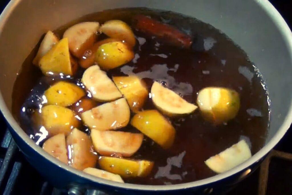 como preparar atole de guayaba: cocción